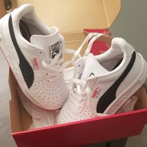 NIB PUMA lace up toddler sneakers